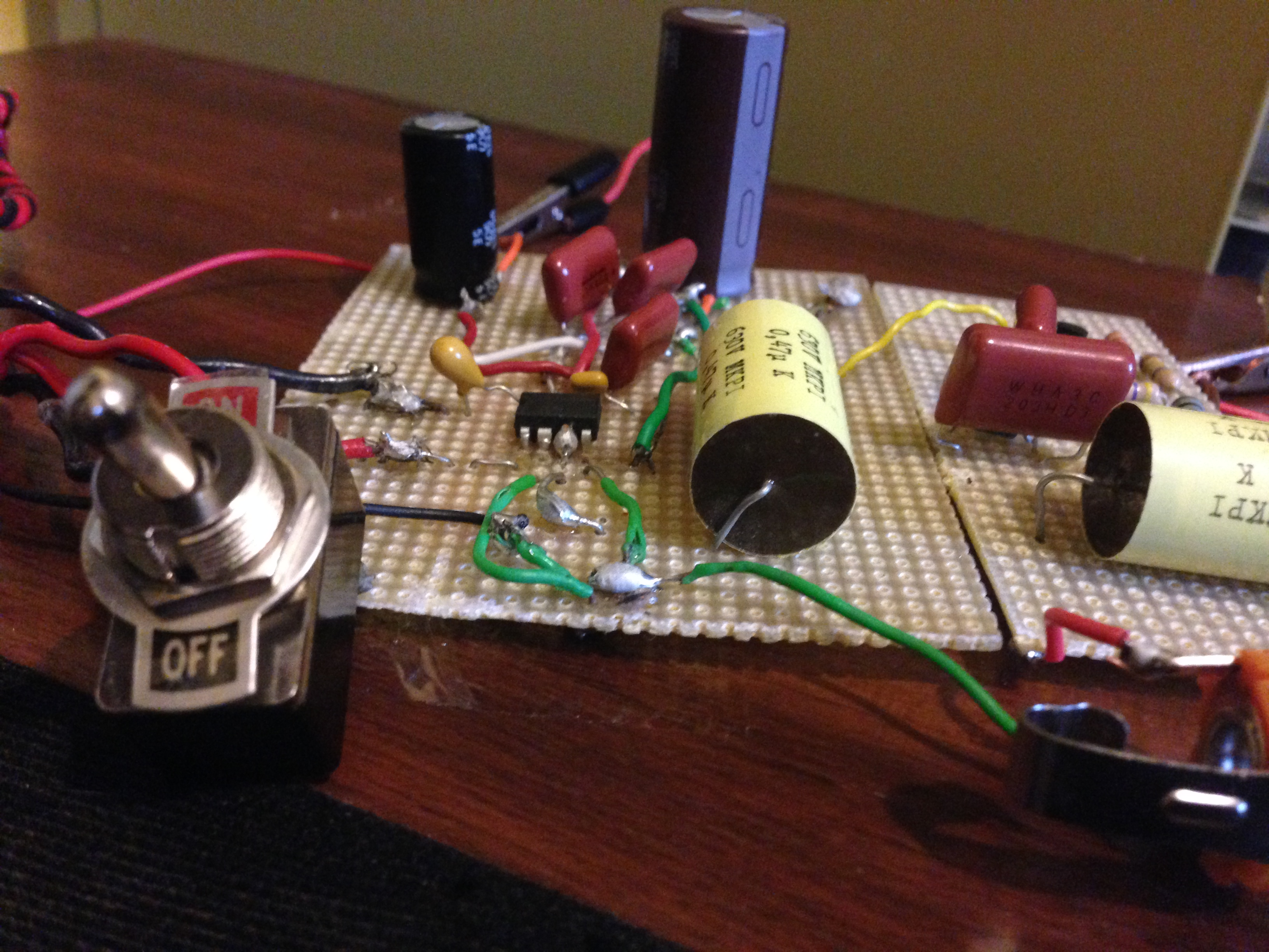 Cigar box guitar amp with LM386 + JFET preamp guide with